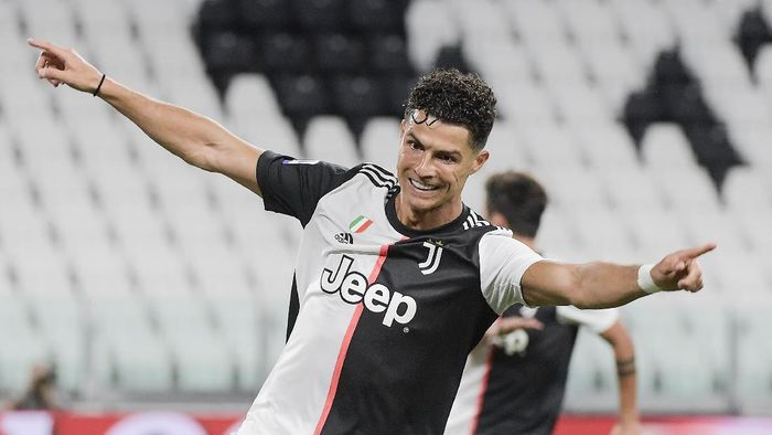 Pandemi Covid Gagalkan Ronaldo Gabung ke PSG